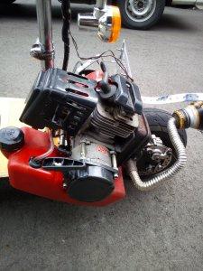 エンジン付きキックボードのタイヤをインチアップしてみた。