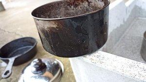【重曹パワー】ススで汚れたクッカーを重曹で煮てみた。