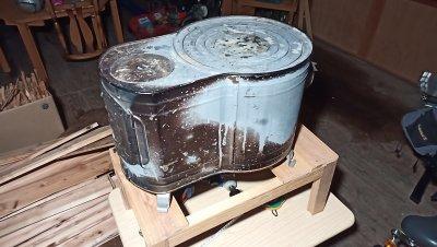 【薪ストーブ】ホンマ製作所の薪ストーブ用に台を作ったった。